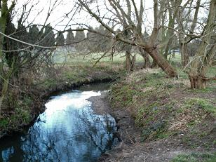 River Ravensbourne in Beckenham Place Park, one of numerous local examples of rivers with more steeply graded banks than Manor Park without any fencing