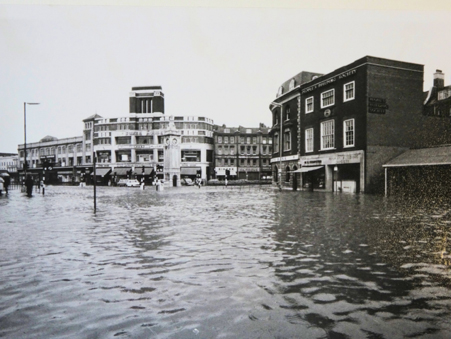 The lake in Lewisham High St' - Daily Mirror, front page, 16 September 1968